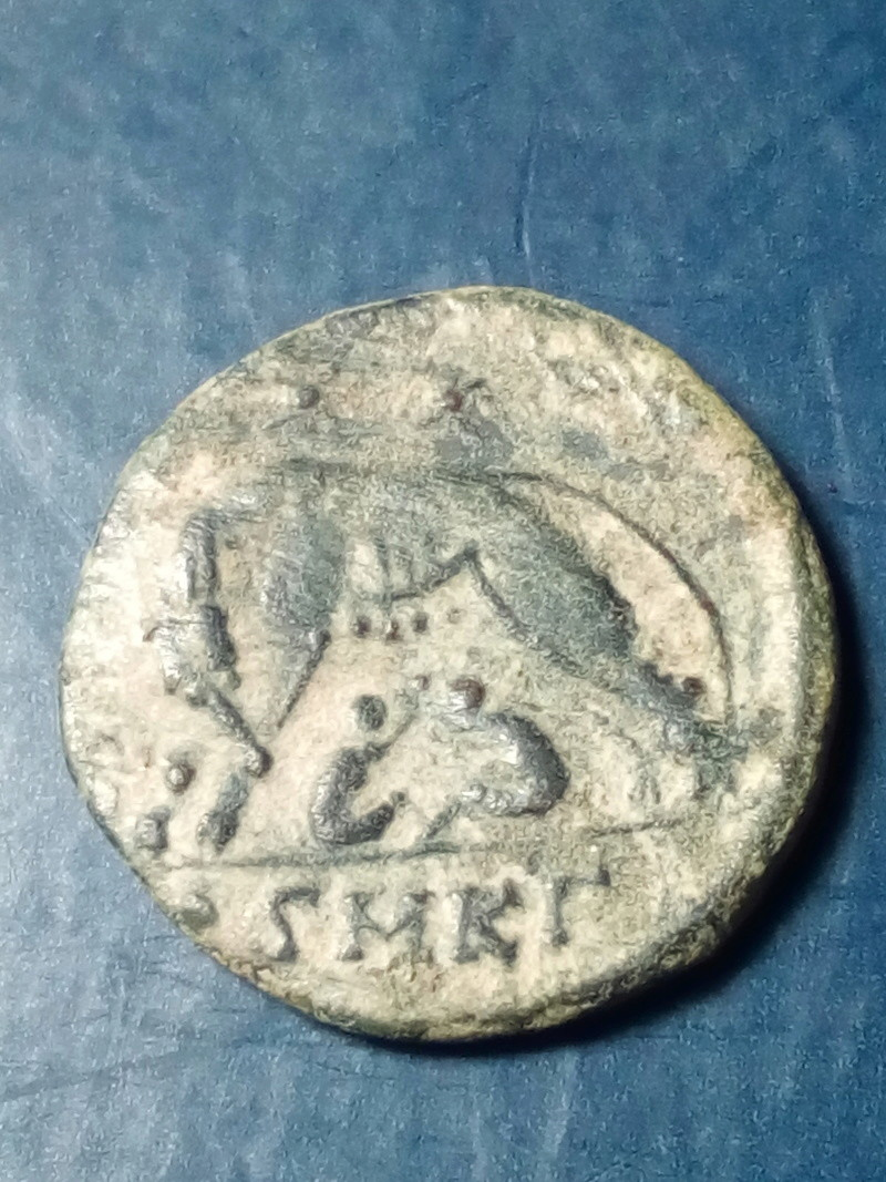 AE3 conmemorativa de Roma. La loba capitolina estante a izq. Cyzicus. Img_2262