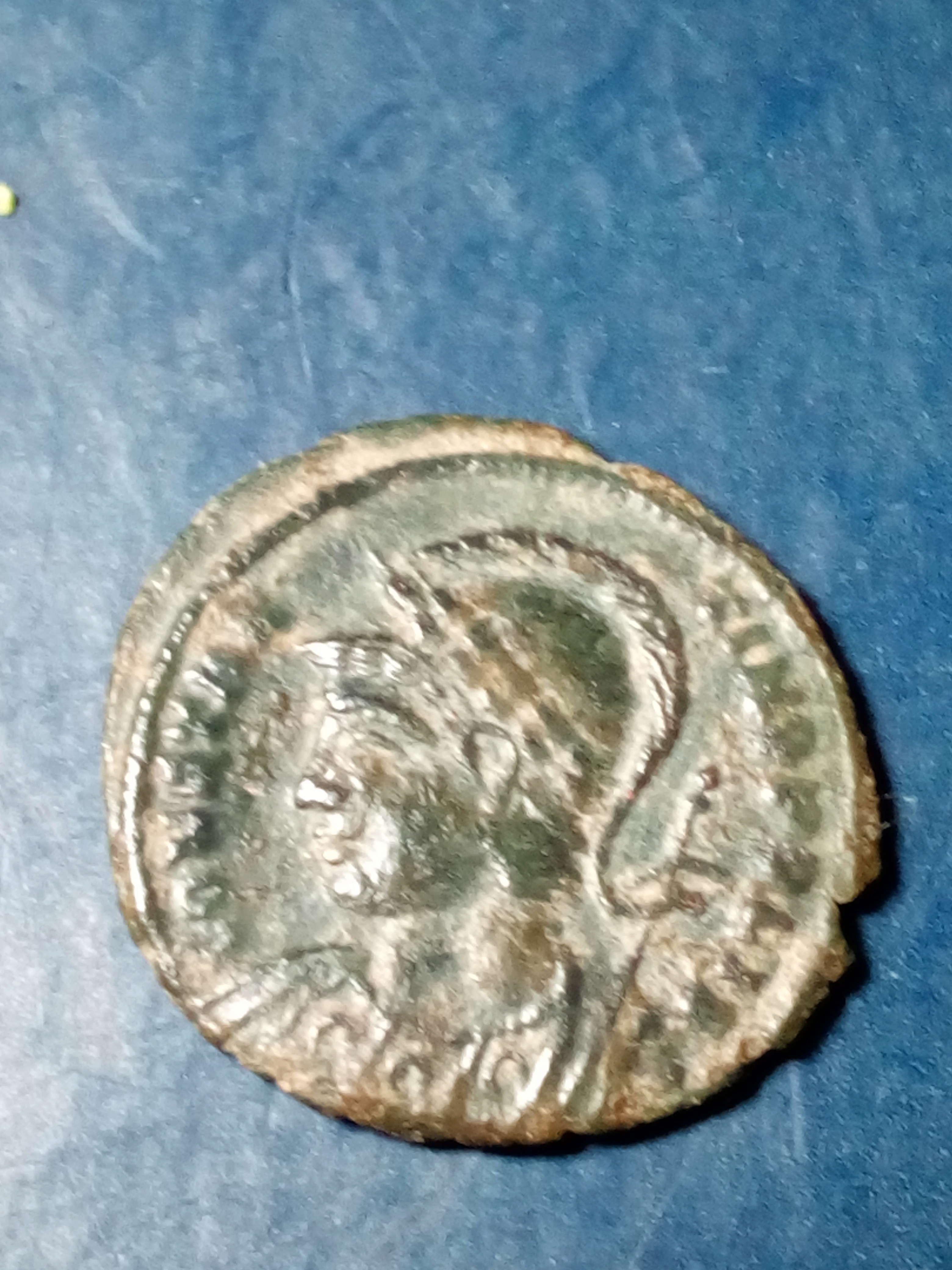 AE3 conmemorativa de Constantinopolis. Victoria estante a izq. sobre proa. Arlés Img_2275