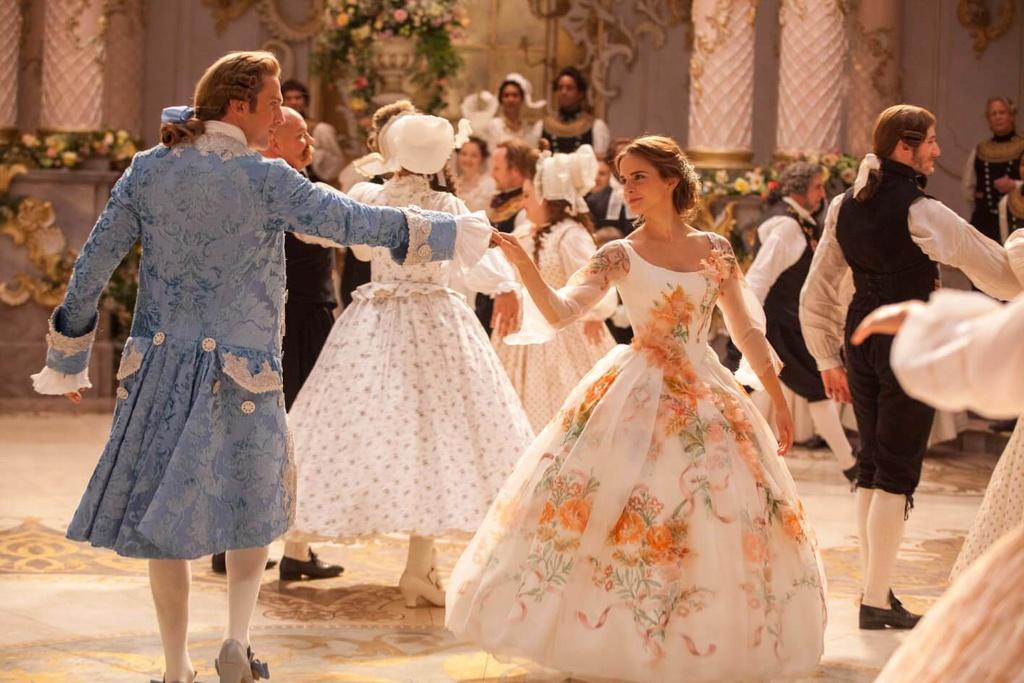 [Disney] La Belle et la Bête (2017) - Page 23 Costum24