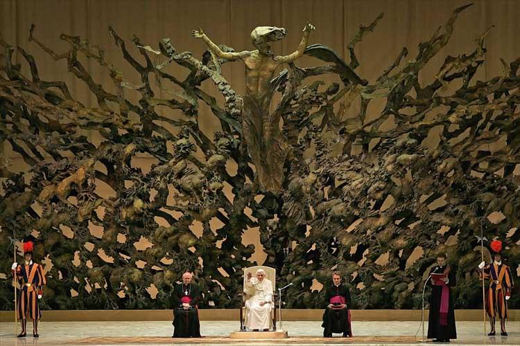 Темные секреты конференц-зала Папы Римского! Papalt10