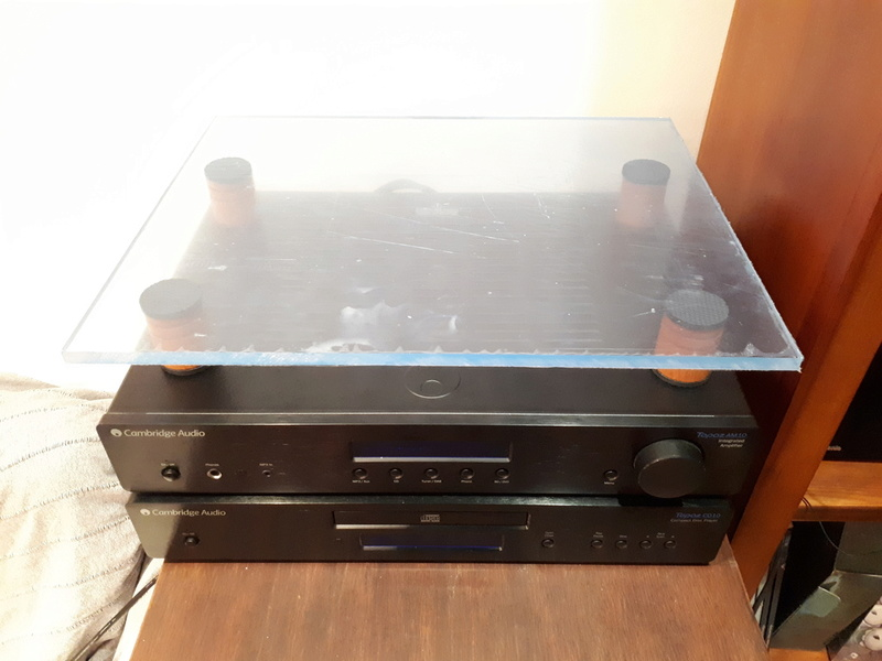 Gira-Discos em cima do amplificador Placa_10