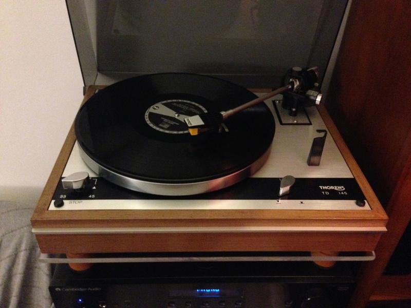 Gira-Discos em cima do amplificador Thoren10