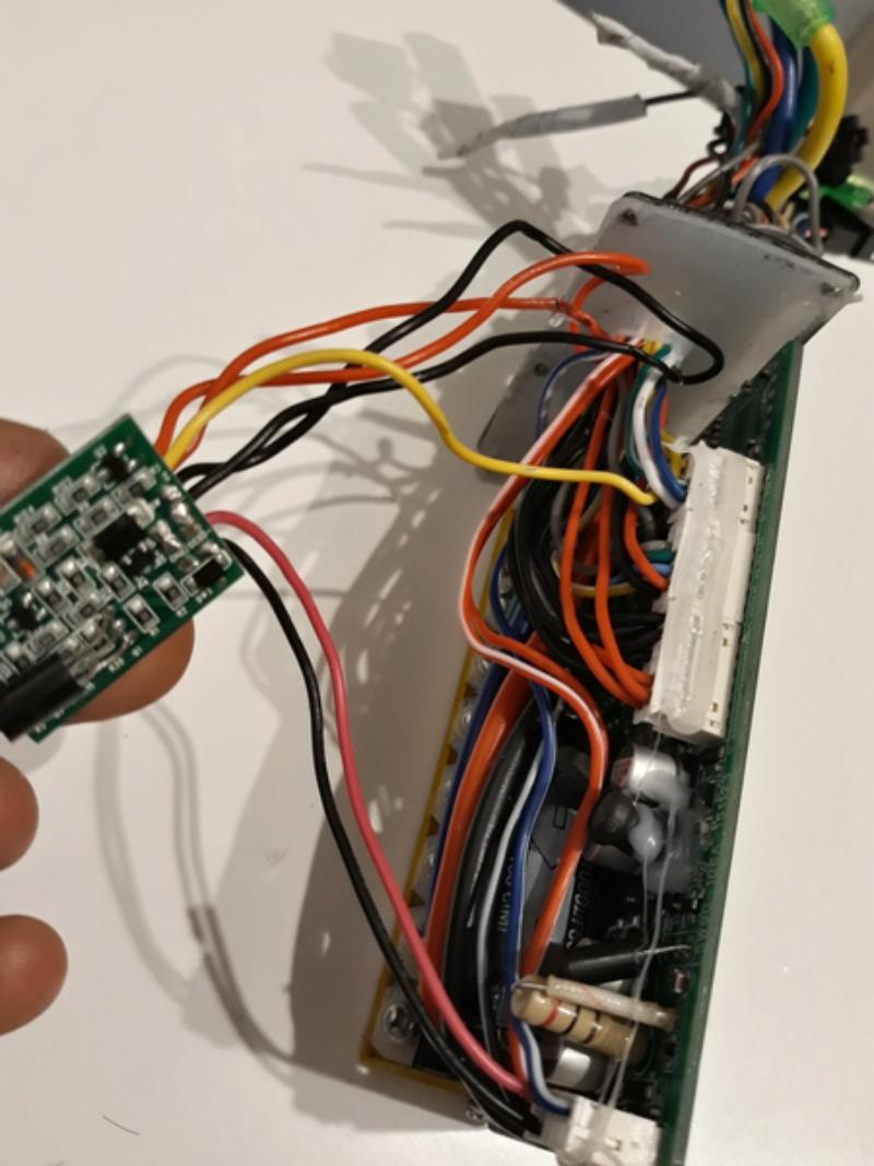 ¿ Alguien me puede ayudar ? Cable luces en controlador.. 20180412