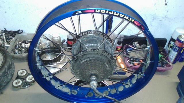 """Montar neumáticos standard en llantas Fat de 80mm en adelante, tanto en 20"""" como en 26"""" Img_2032"""