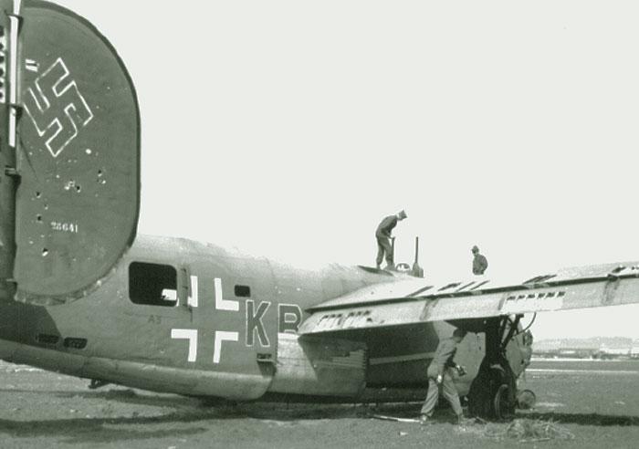B-24H Liberator 1/72 (Academy) Wtf-5310