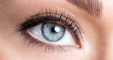 شعر عن العيون الزرقاء Auo_iy10