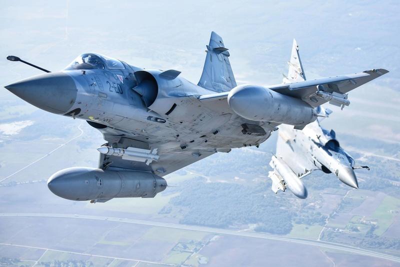 Dassault Mirage 2000 - Page 2 9f5poq10