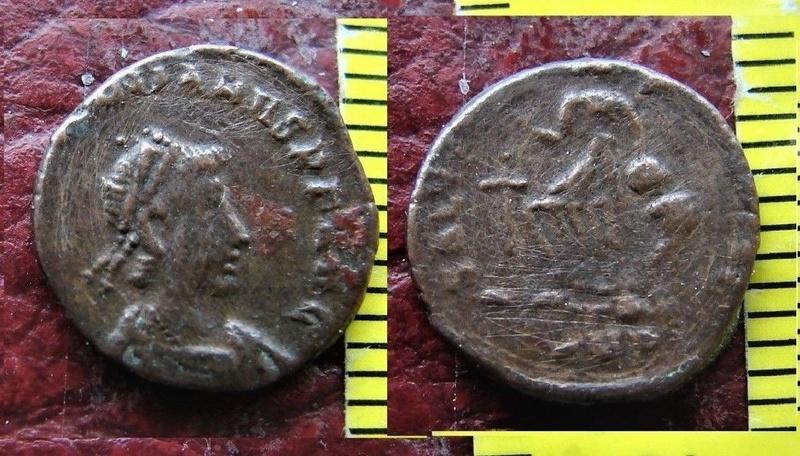 AE4 de Valentiniano II. SALVS REI-PVBLICAE, Victoria avanzando a izq. S-l16010