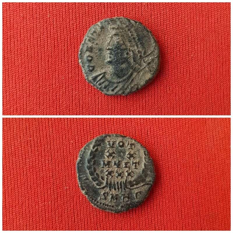 AE4 conmemorativa de Constantinopla. VOT / XX / MVLT / XXX dentro de corona de laurel. Heraclea. Picsar15