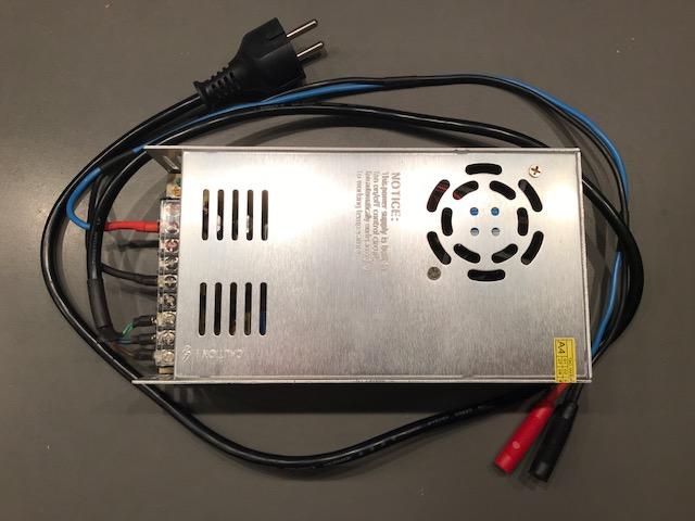VENDO varios cargadores-balanceadores y fuentes de alimentación (TURNIGY) Img_0314