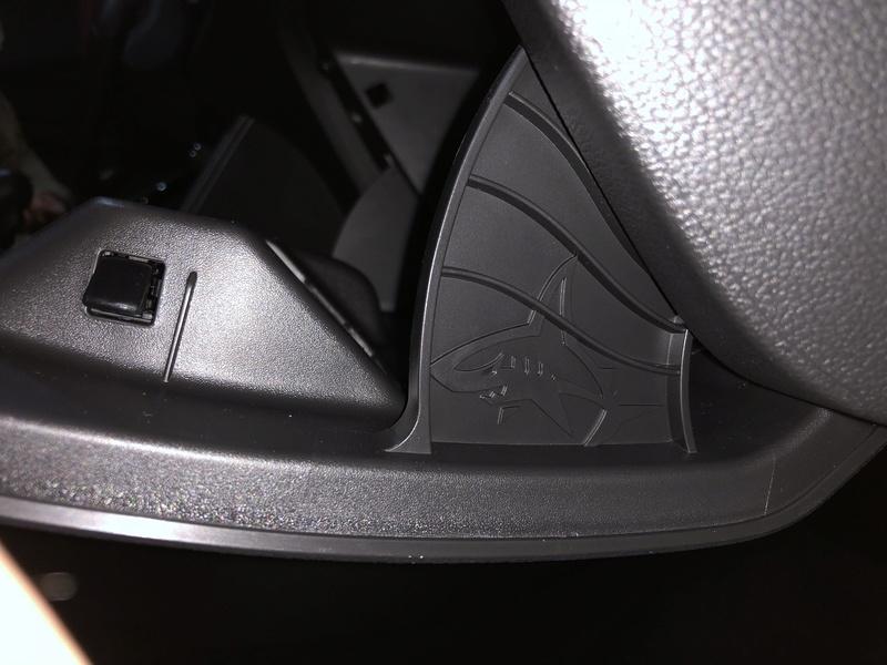 Tiburon escondido en nuestros coches Img_0212