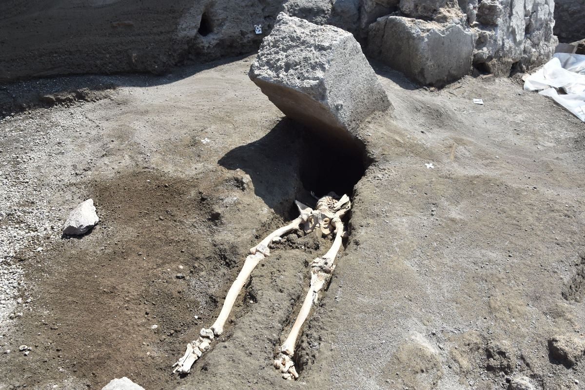 El hombre que murió aplastado en Pompeya huía con un saquito de monedas Mala_s10