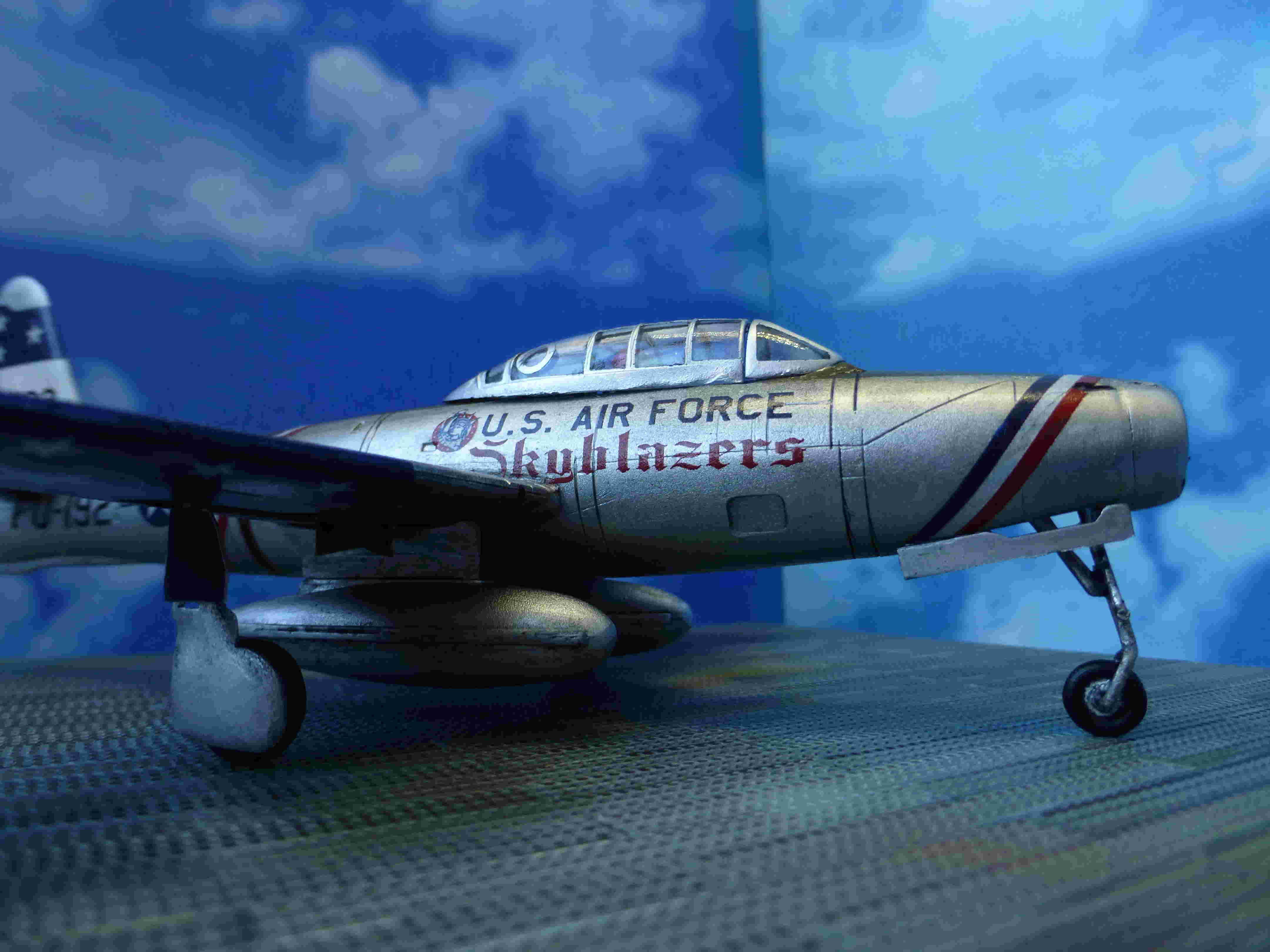 "Republic F-84G ""Skyblazers"" - Страница 2 P1110815"