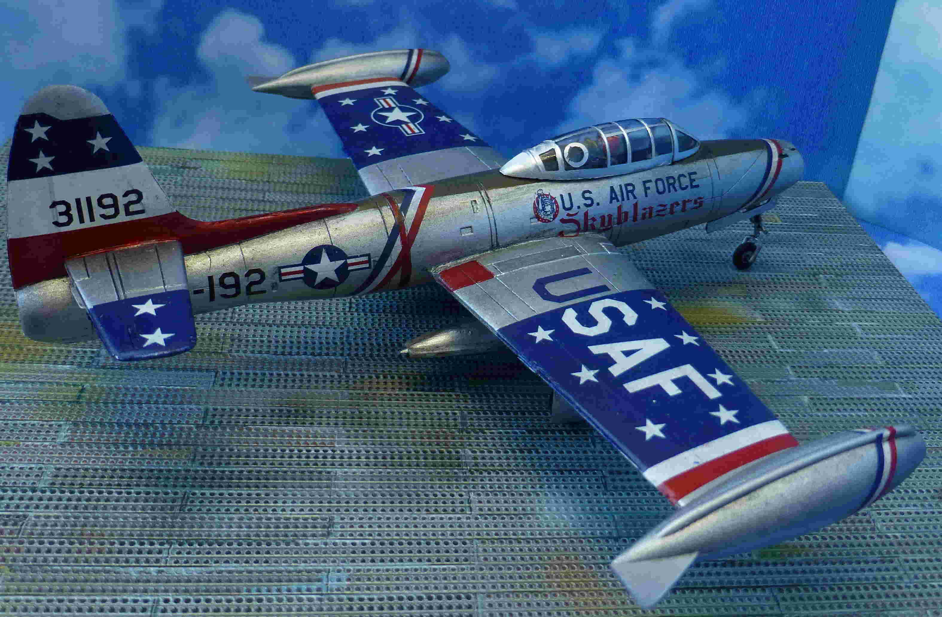 "Republic F-84G ""Skyblazers"" - Страница 2 P1110818"