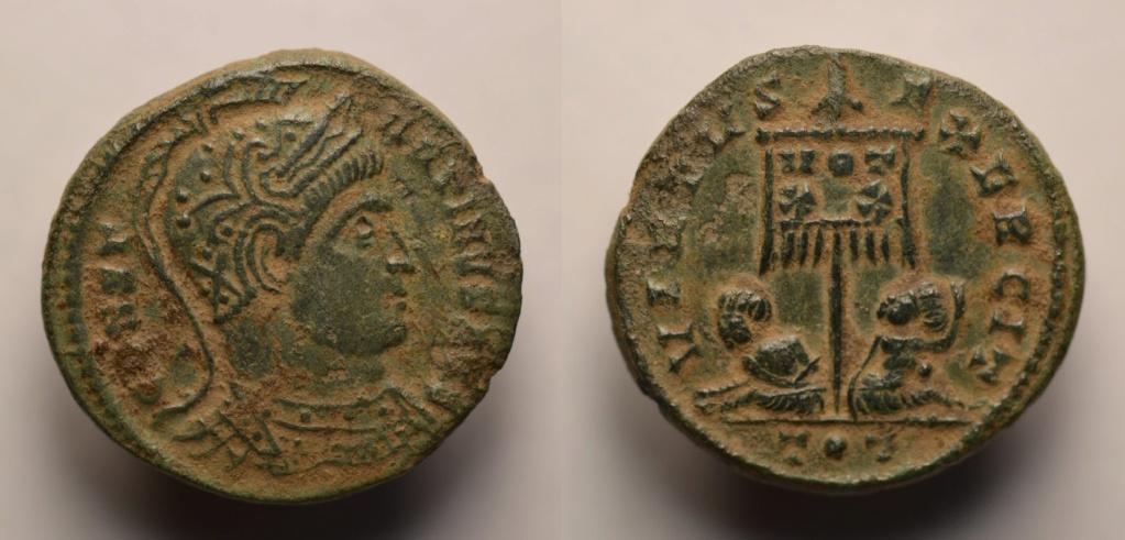 AE3 de Constantino I. VIRTVS EXERCIT. Estandarte con cautivos en la base. Ticino 128_co10