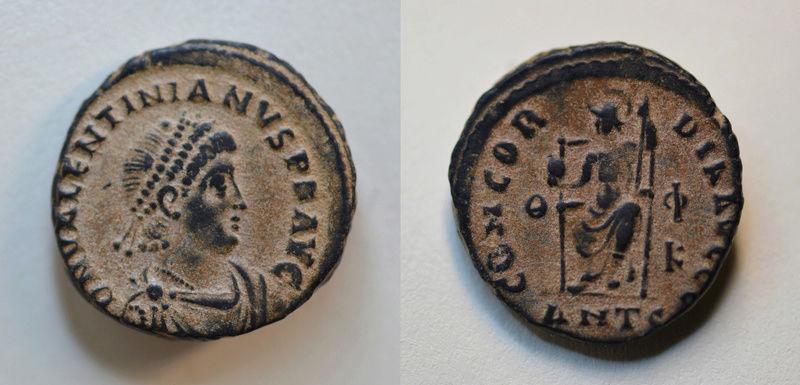 AE3 de Valentiniano II. CONCORDIA AVGGG. Roma sedente. Antioquía 149_va11