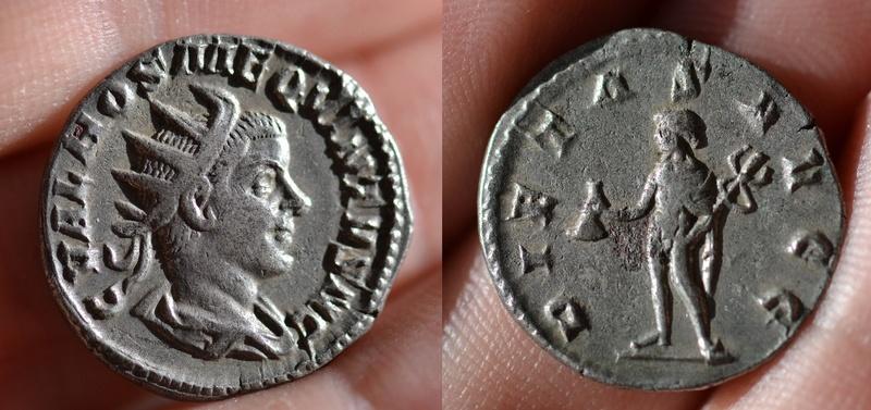 Antoniniano de Hostiliano. PIETAS AVGG. Mercurio estante a izq. Roma 81_hos10