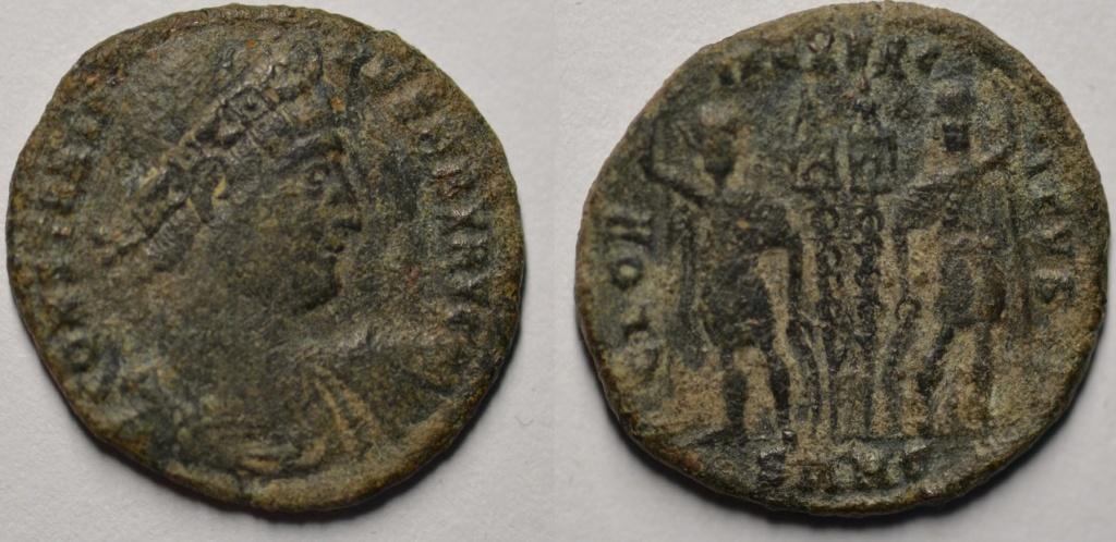 AE3 de Constantino I. GLORIA EXERCITVS. Soldados entre 2 estandartes. Nicomedia Consta11