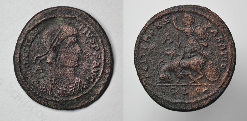 AE2 o Maiorina de Constancio II. FEL TEMP REPARATIO. Jinete alanceado. Lyon Consta12