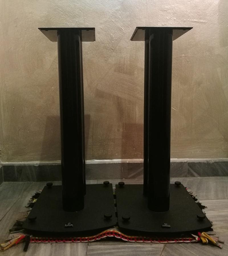 Platinum Solo Speakers with original Platinum floor stand Img_2020