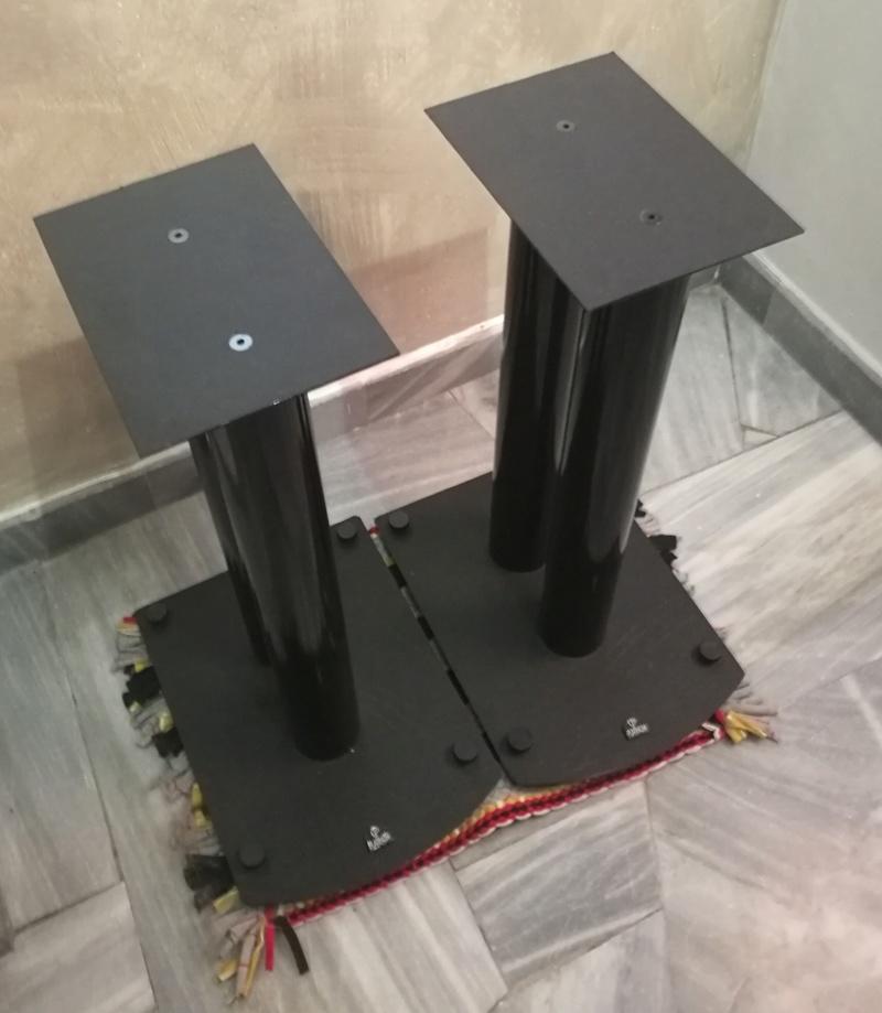 Platinum Solo Speakers with original Platinum floor stand Img_2021