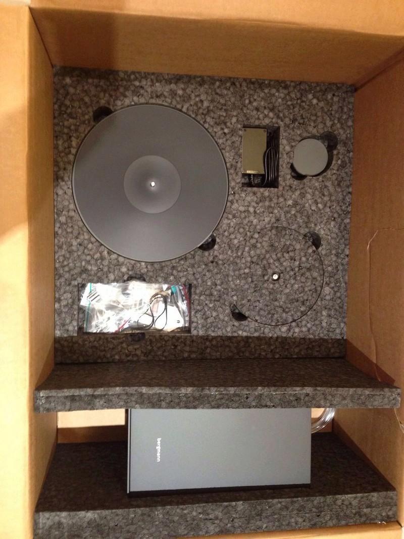 Bergmann Magne Air Bearing Turntable (White Velvet/Anthracite) W/0 Cartridge Whatsa20