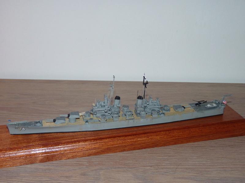 USS Columbus - CA 74 1/700 Trumpeter   P1080523