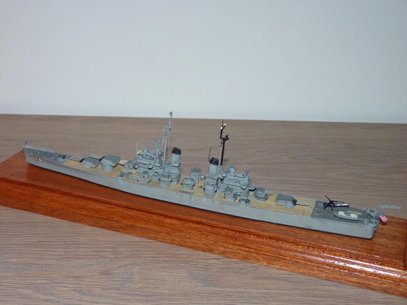 USS Columbus - CA 74 1/700 Trumpeter   P1080524