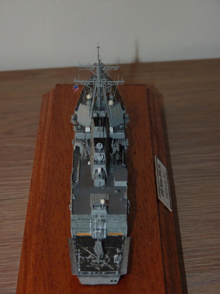 USS Nitze - DDG 94 1/700 Hobby Boss   P1080616