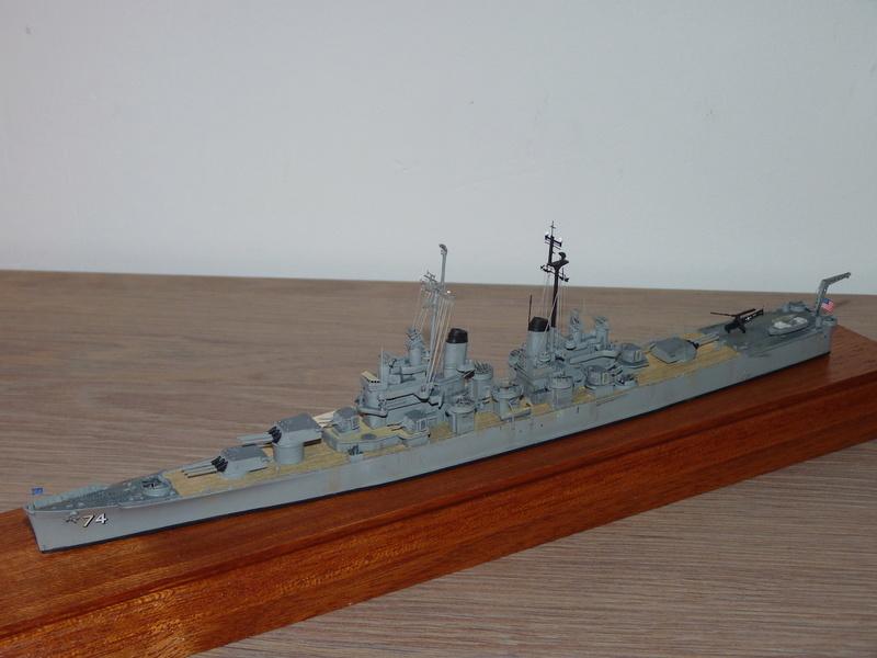 USS Columbus - CA 74 1/700 Trumpeter   P1080623