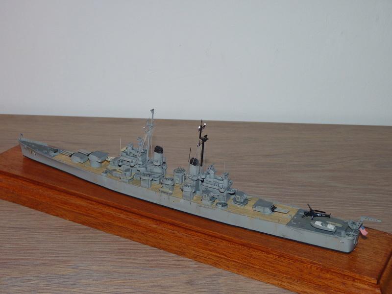 USS Columbus - CA 74 1/700 Trumpeter   P1080624