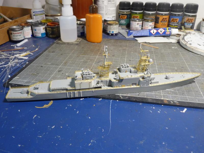 USS Comte de Grasse - DD 974 1/700 DRAGON - Page 2 P1110110