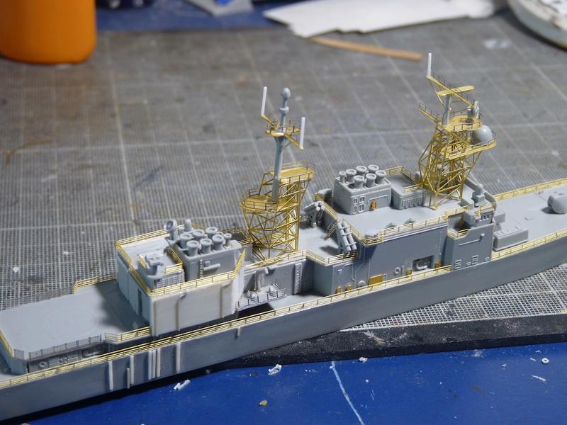 USS Comte de Grasse - DD 974 1/700 DRAGON - Page 2 P1110111