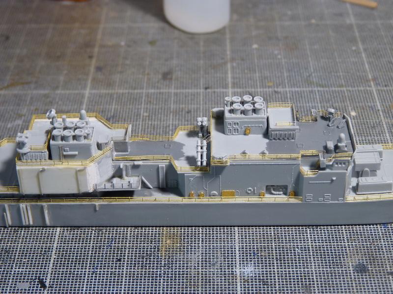USS Comte de Grasse - DD 974 1/700 DRAGON - Page 2 P1110112