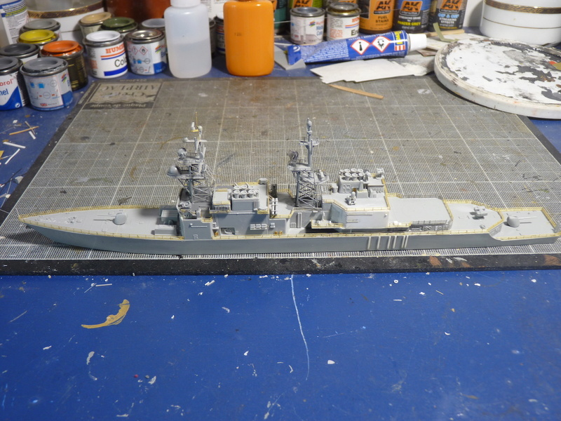 USS Comte de Grasse - DD 974 1/700 DRAGON - Page 2 P1110114
