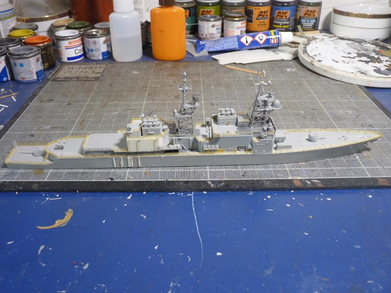 USS Comte de Grasse - DD 974 1/700 DRAGON - Page 2 P1110115