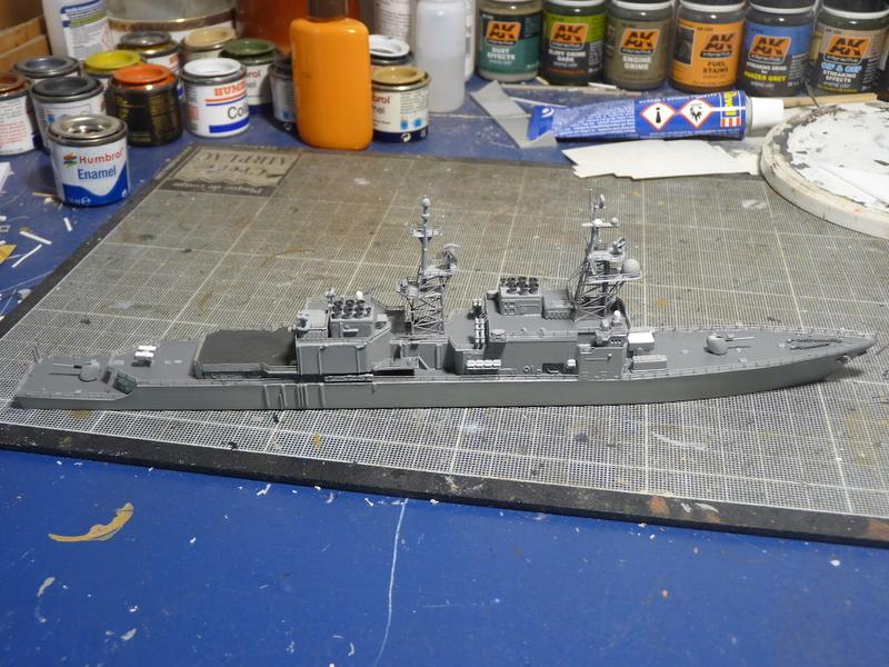 USS Comte de Grasse - DD 974 1/700 DRAGON - Page 2 P1110116