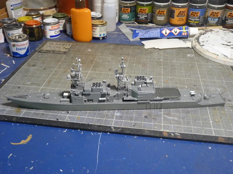 USS Comte de Grasse - DD 974 1/700 DRAGON - Page 2 P1110117