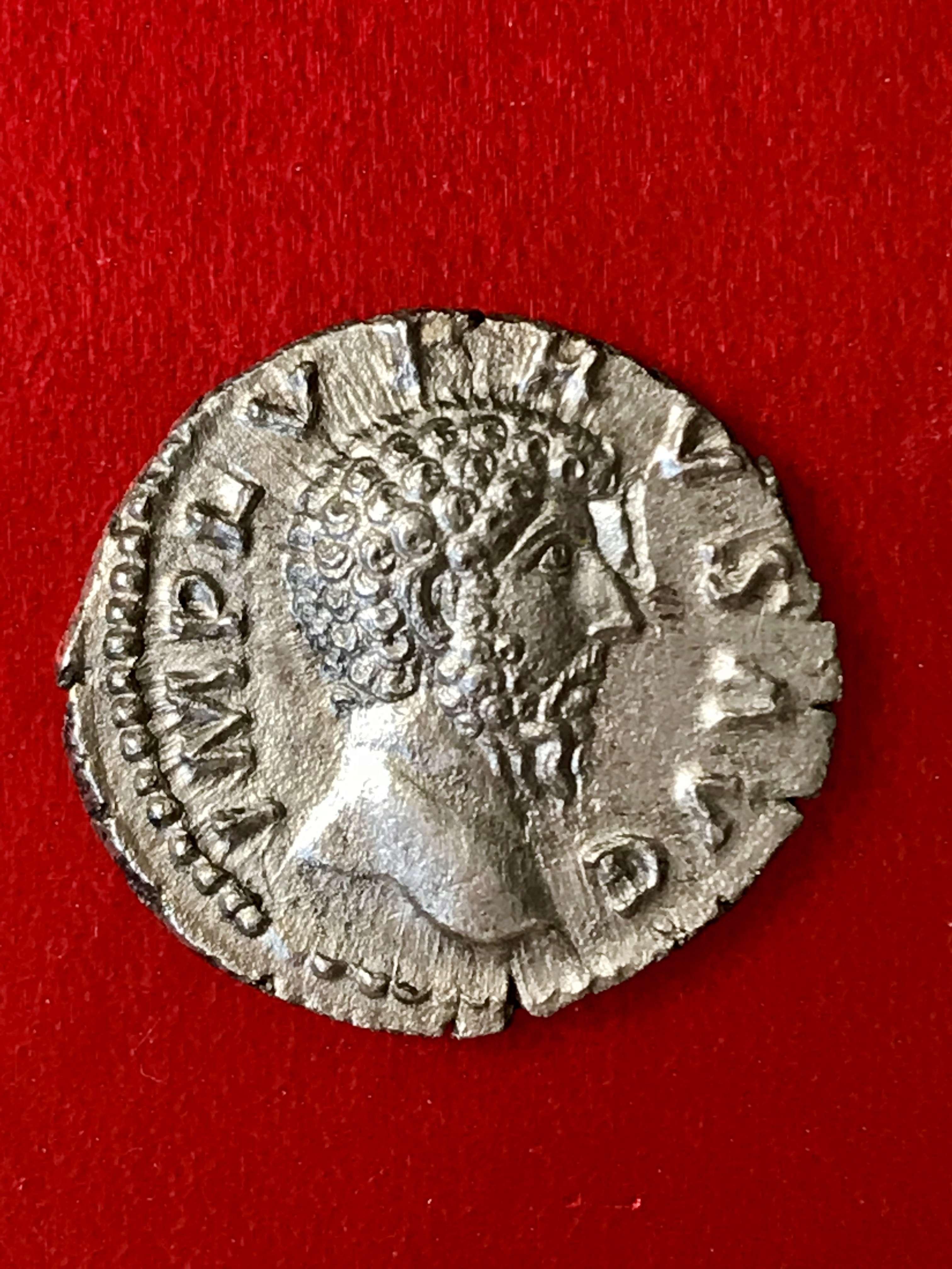 Denario de Lucio Vero. PROV DEOR TR P COS II. Providencia estante a izq. Roma. 5f885910