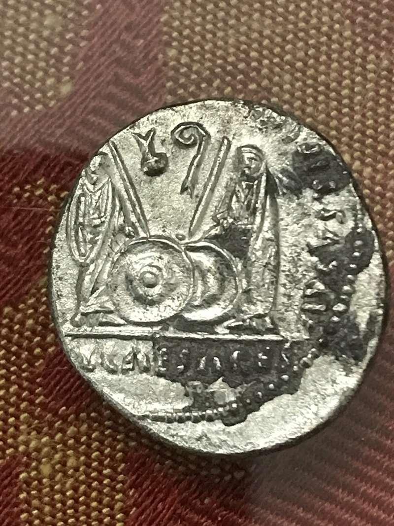 Denario de Augusto. C L CAESARES - AVGVSTI F COS DESIG PRINC IVVENT. Cayo y Lucio césares. Lugdunum. F6c06e10