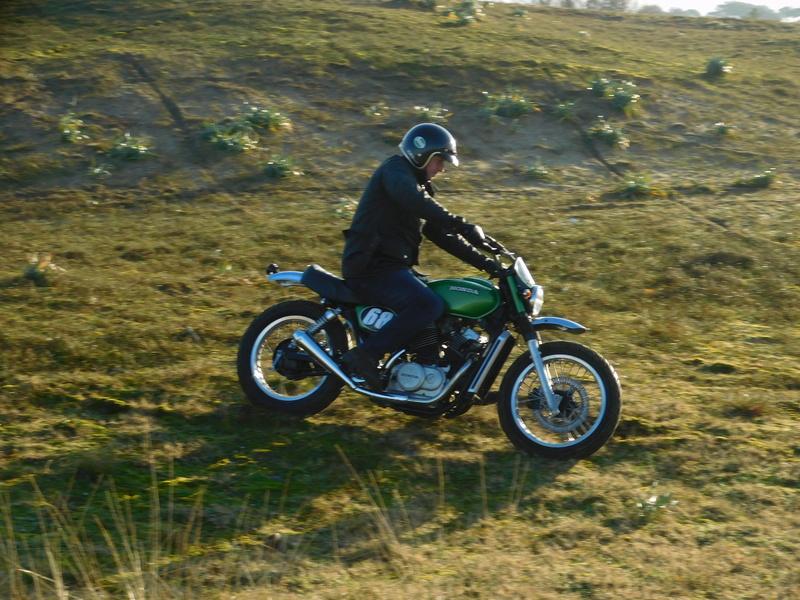 """concours photos 02/ 2018 :"""" Vous et votre moto en action par le passé ou le présent """". Dscn1010"""