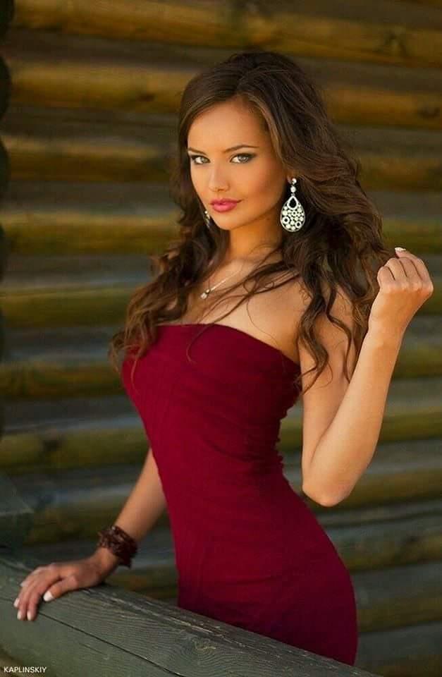 صور المرأة و الفستان الاحمر Fb_img12