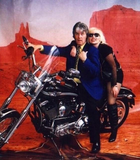 Ils ont posé avec une Harley, principalement les People - Page 40 21651110