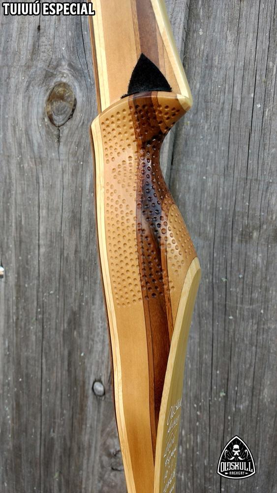 "[VENDIDO] Arco longbow Tuiuiú Especial Old Skull Archery 40# 70"" - Com grip texturizado Img_2050"