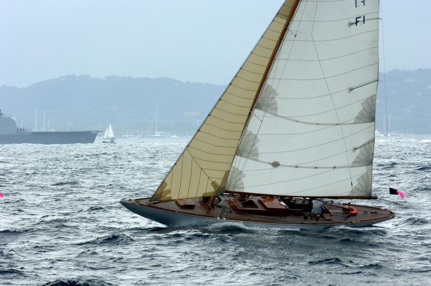 Model Racing Yacht Ailevi10