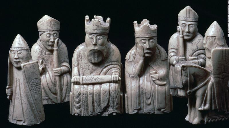 Шахматные фигуры с острова Льюис 17041111