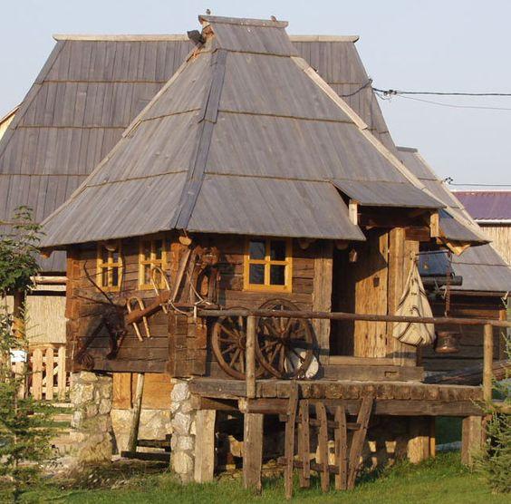Tradicionalne kuće , jedinstvena gradnja  C4744a10