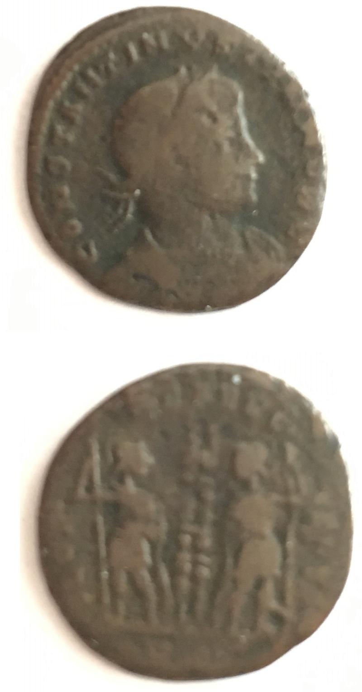 AE3 de Constantino II. GLORIA EXERCTVS con dos estandartes entre dos soldados. Sin_ty20
