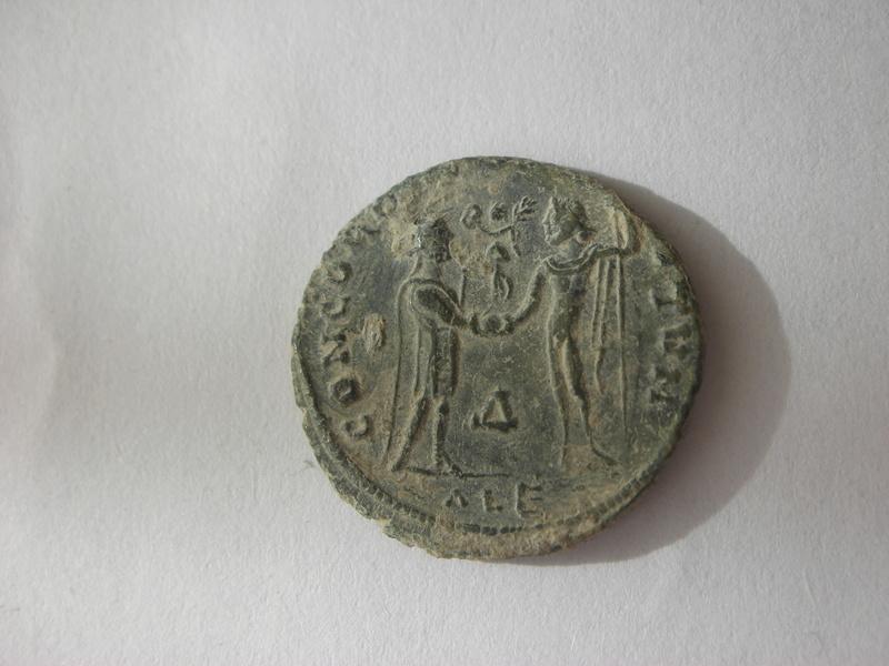 Radiado post-reforma de Maximiano Hércules. CONCORDIA MILITVM. Emperador y Júpiter. Alexandría 00210