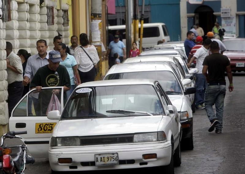 Anuncian aumento al taxi colectivo. Taxis10